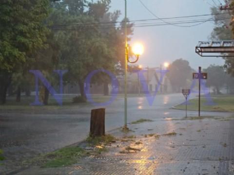La Municipalidad desarrolla un operativo de prevenci�n y asistencia ante el alerta por tormentas. La Municipalidad desarrolla un operativo preventivo que contempla el monitoreo permanente de la evoluci�n clim�tica, patrullajes en los barrios y seguimiento del caudal de los arroyos y conductos pluviales. (Foto Archivo: NOVA).