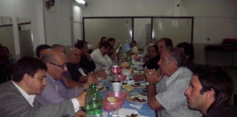 Carlos Melzi fue invitado a la cena mensual del Centro de Instituciones de Los Hornos. Carlos Melzi, precandidato a intendente de la ciudad por el Frente Renovador.