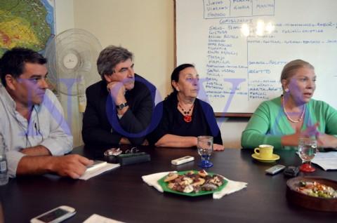Ins�lito: Elisa Carri� visit� La Plata y Javier Mor Roig lleg� tarde a su propio lanzamiento. El dirigente radical platense Javier Mor Roig lleg� tarde al acto de Elisa Carri� en su local pol�tico de calle 8 entre 53 y 54. (Foto: NOVA).