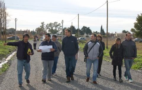 Pablo Bruera recorri� el Gigante del Oeste y dialog� con las familias beneficiar�as del ProCreAr. Los terrenos, que tienen 21 hect�reas, est�n ubicados en 173 a 177 de 47 a 52 y permitir�n la radicaci�n de 432 familias.