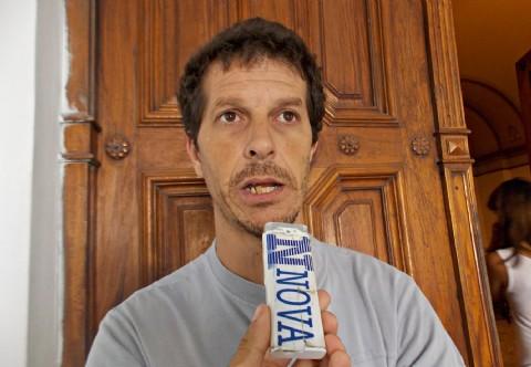 Les volvieron a cerrar la puerta: familiares de v�ctimas de la inundaci�n exigen una reuni�n p�blica. Gabriel Colautti, presidente de la Asociaci�n de Familiares de V�ctimas de la Inundaci�n (AFAVI), denunci� que cay� el 10% de agua con respecto al 2 de abril y se volvieron a inundar. (Foto: NOVA).