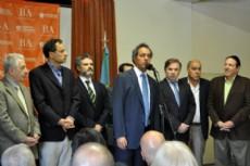 El gobernador Daniel Scioli oficializ� la aprobaci�n del r�gimen escalafonario y remunerativo del convenio colectivo de trabajo del personal del Hip�dromo de La Plata.