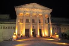 El Museo de Ciencias Naturales de La Plata propone explorar esa noche �a oscuras y con linternas- la fauna que poblaba la Tierra hace unos 150 millones de a�os.