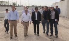 El intendente Pablo Bruera y el ministro de Infraestructura de la Provincia, Alejandro Arl�a, recorrieron los avances en las tareas de canalizaci�n que se realizan en el arroyo Del Gato.