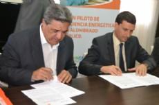 Slezack y La Porta firmaron el convenio del Plan de Eficiencia Energ�tica para Berisso.