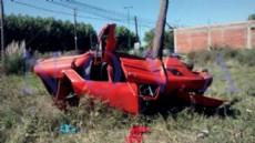 As� qued� el auto tras el fatal vuelco. Los cuerpos de las v�ctimas se encuentran en la morgue policial de La Plata. (Foto: NOVA).