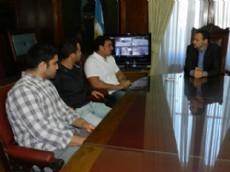 El intendente de La Plata recibi� a los tres jugadores platenses que integran el seleccionado nacional de rugby.