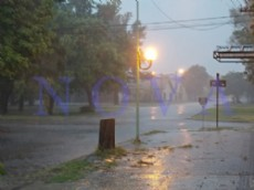 La Municipalidad desarrolla un operativo preventivo que contempla el monitoreo permanente de la evoluci�n clim�tica, patrullajes en los barrios y seguimiento del caudal de los arroyos y conductos pluviales. (Foto Archivo: NOVA).