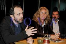 Anibal y Claudia Rucci, junto al dirigente peronista platense Claudio Gallo. (Fotos: Yolanda Veloso)