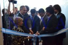 El director ejecutivo del ANSES Diego Bossio y el ministro de Justicia y Derechos Humanos de la Naci�n Julio Alak inauguraron la nueva sede en Los Hornos. (Foto: NOVA).
