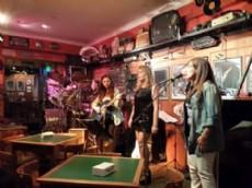 La banda de covers platense, liderada por Emilce Gonz�lez, brindar� un espect�culo especial junto a Rub�n Dar�o Mart�nez.
