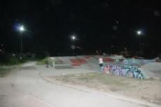 Diversos trabajos en iluminarias en la Avenida del Petr�leo y la Pista de Skate.