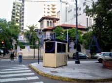 Frente a la residencia del vicegobernador, se vende inmueble con todo el confort y vista al emblem�tico edificio del Teatro Argentino. (Foto: NOVA).