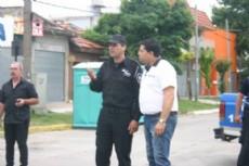 El dirigente Cristian P�rez junto al jefe del operativo vehicular.