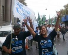 Decenas de militantes kolineros se hicieron presentes en las adyacencias al Congreso.