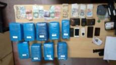 La droga estaba envuelta en nueve panes compactos, encintados en un nylon de color celeste. Tambi�n llevaban celulares y dinero en efectivo.