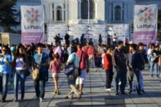 La gente se acerc� a disfrutar de los m�s de 30 stands tem�ticos en Plaza Moreno.