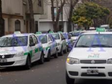 Taxis en La Plata, m�s caros: la bajada de bandera saldr�a 12 pesos y la ficha pasar�a a costar 1,20 pesos. (Foto archivo: NOVA)