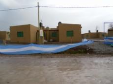 Desde el massismo afirman que Arias prometi� en 2013 arreglar las deficiencias estructurales de las viviendas del Plan compartir con recursos del Fondo Sojero. Sin embargo, los problemas persisten.