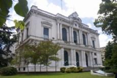 Un hombre de 63 a�os fue apresado en la Casa Matriz del Banco Provincia.