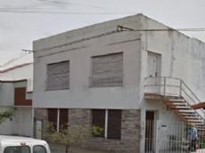 Dos autobombas de la localidad de Gonnet y una del Cuartel Central de La Plata llegaron al sitio, ubicado en 530 entre 7 y 8, donde varias personas se encontraban dentro de la finca al momento de iniciarse el foco �gneo.