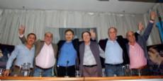 """Durante el plenario, Pablo Bruera valor� el acompa�amiento de los distintos sindicatos y remarc� """"la columna vertebral del peronismo de La Plata son los trabajadores""""."""