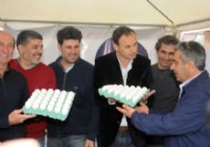 Decenas de familias participaron de la Segunda Edici�n de la Fiesta del Huevo en Ruta 2, Km 44,5, de la localidad productiva El Peligro.