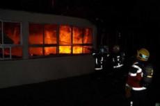 Una dotaci�n de bomberos de Villa Elvira se debi� hacer presente por precauci�n ante el incendio. (Foto: Ilustrativa)