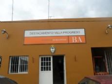 Un hombre fue detenido en la localidad platense de Villa Ponzatti tras mantener de reh�n a su ex novia, molesto porque ella hab�a terminado la relaci�n sentimental.