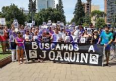Julio Silva, padre del joven desaparecido, lo reconoci� en una filmaci�n de una c�mara de seguridad de Campana. Marcharon por La Plata para mantener vivo el reclamo. (Foto: NOVA).