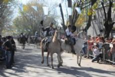 Se desarroll� el tradicional Desfile, con la participaci�n de autoridades eclesi�sticas y representantes de instituciones de la zona.