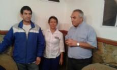 �ngel Celi junto a vecinos de Berisso que se acercaron a la inauguraci�n del nuevo local del Frente Renovador.