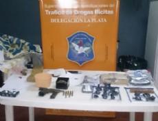 La DDI La Plata y personal perteneciente a la Distrital Ensenada, procedi�  al secuestro de una significativa cantidad de marihuana y una pistola 9mm con 12 cartuchos intactos.