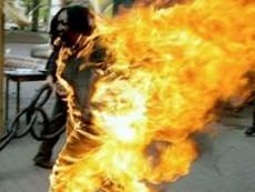 La mujer ya se hab�a rociado con nafta y que luego al salir a la puerta de su casa tom� la determinaci�n de prenderse fuego. (Foto: Ilustrativa)