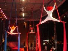Tambi�n habr� un show de acrobacias sobre telas.