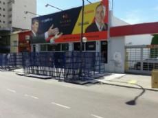 El gobierno provincial arm� una barricada en la puerta del Instituto de Pol�ticas P�blicas.