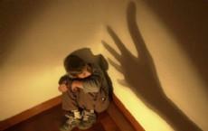 El chico de 5 a�os le cont� a su madre, llorando, que su padrastro, cuando quedaban a su cargo al irse ella a trabajar, los golpeaba con un cinto y los obligaba a tomar cerveza y a fumar. (Foto: Ilustrativa)