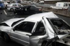 El accidente ocurri� poco despu�s de las 6 en la bajada de la avenida Ingeniero Huergo, cuando el conductor de un auto perdi� el control de su veh�culo y volc� sobre el carril r�pido. (Foto: Ilustrativa)
